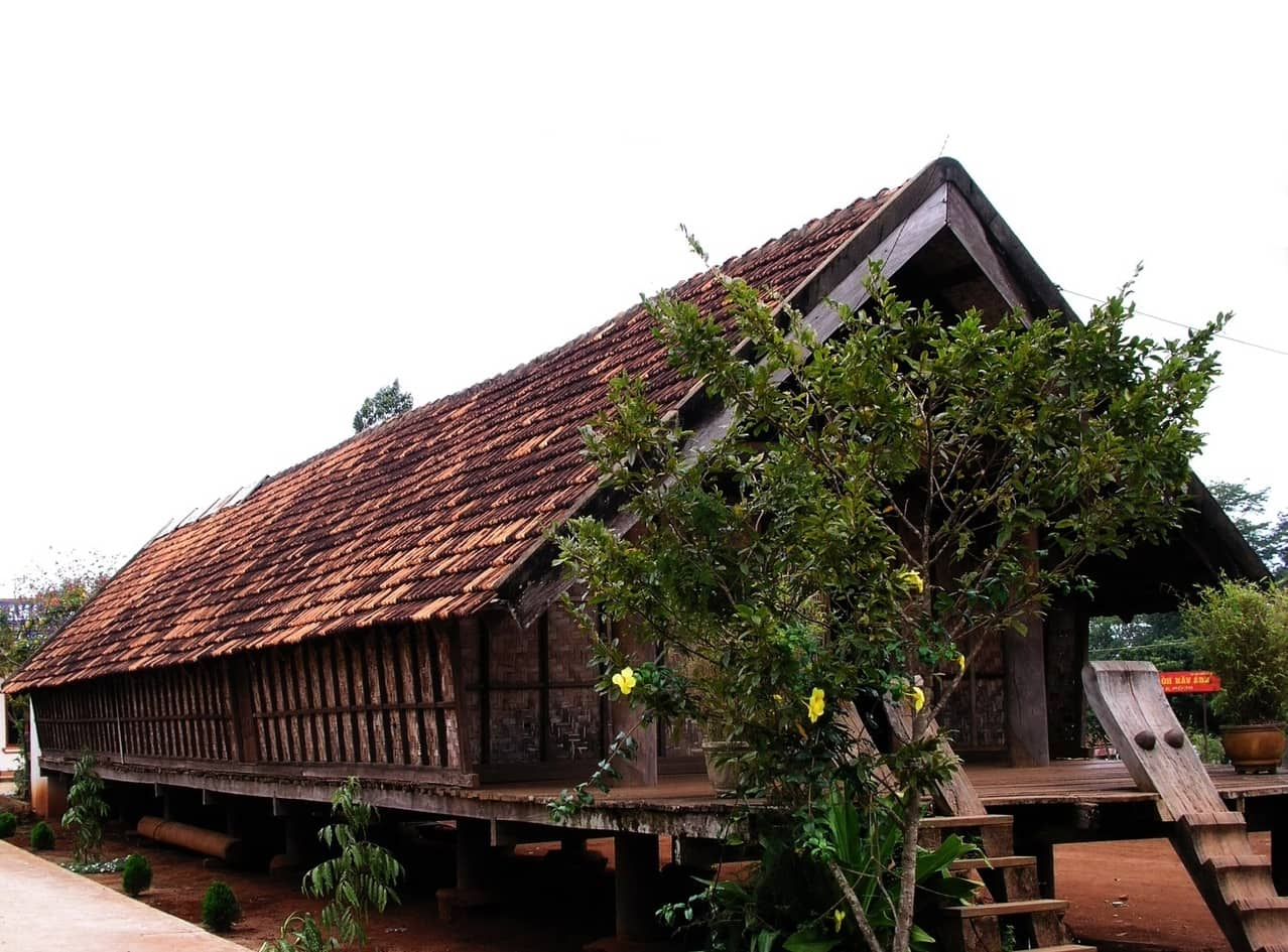 THE AMA Y THUOT'S LONG HOUSE 1